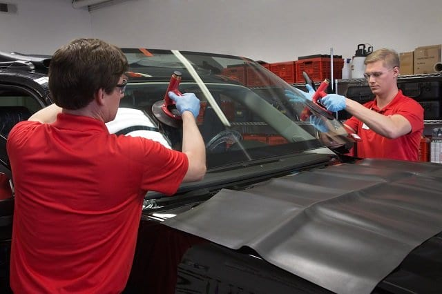 Auto glass / windshield replacement toronto